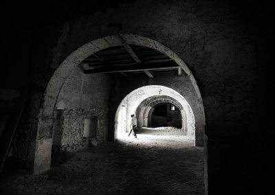 En la sala de arcos de la bodega